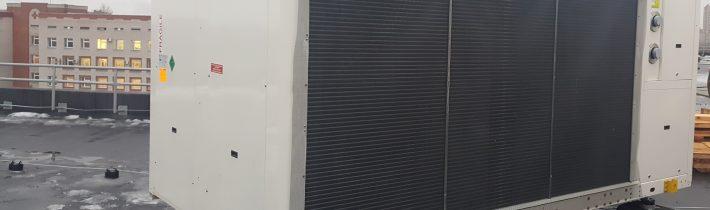Произведена установка чиллеров на кровле Псковского перенатального центра